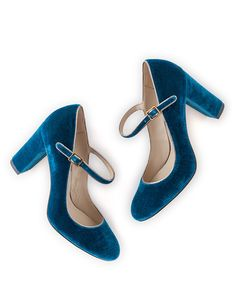 "Boden Mary Jane Velvet Pumps - Deep Turquoise (149,00 € - 159,00 €). Item AR645. ""These are not our first Mary Janes, but they have unprecedented elegance. New for winter: a velvet turquoise version. Also available in metallic leather, suede, leopard print, & glittering sequins. Available in half sizes."""
