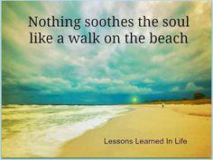 """""""Nada alivia el alma como un paseo por la playa."""" Nothing soothes the soul like a walk on the beach. Beach Walk, Beach Bum, Ocean Beach, Ocean City, Ocean Quotes, Beach Quotes, Beach Sayings, Wall Sayings, Summer Quotes"""