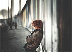 Lucy Diakovska an der Berliner Mauer © Maschke
