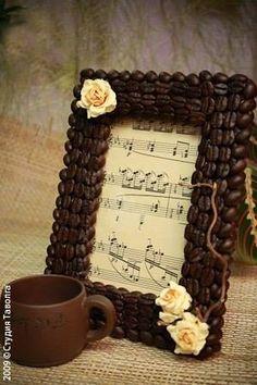 Coffee bean decoration   http://szinesotletek.blog.hu/2014/01/21/dekoraljunk_kavebabbal
