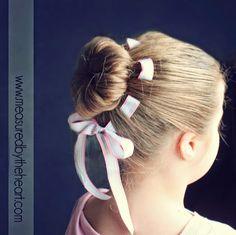 ARTE COM QUIANE - Paps,Moldes,E.V.A,Feltro,Costuras,Fofuchas 3D: Penteado coque de flor com fita transpassada