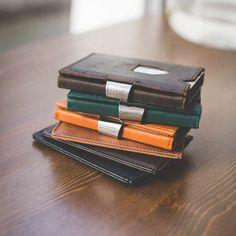 Exentri este o companie norvegiană, cu o tradiție de peste 20 de ani în domeniul accesoriilor fashion.   Toate portofelele Exentri vin ambalate în cutii elegante și ... Slime, Wallet, Whisky, Model, Blog, Design, Wine, Scale Model, Lima