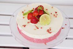 Glasstårta med jordgubbar, vit choklad och lime