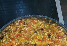 Ωραίο μεσογειακό ριζότο γεμάτο χρώματα Chili, Soup, Chile, Soups, Chilis