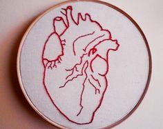 Bordado Coração Anatômico                                                                                                                                                                                 Mais