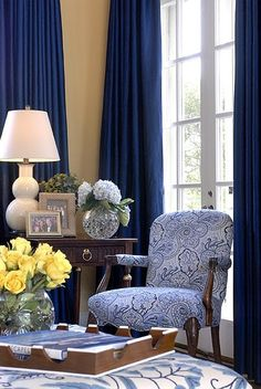 royal blue draperies, blue and white leaf print chair. blue and white living room Blue Rooms, White Rooms, White Walls, Tan Walls, Color Walls, Blue Bedroom, Bedroom Colors, Bedroom Ideas, Living Room Designs