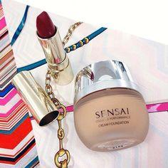 Fondotinta effetto velluto e rossetto Le Rouge à Lèvres SENSAI.  #manlioboutique #makeup