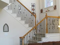 rampe d'escalier en fer forgé et bois