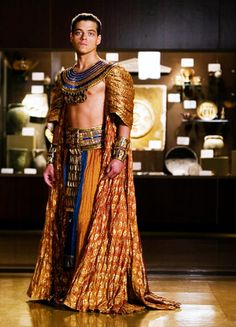 Rami Malek in Night at the Museum (Ancient Egypt) Ancient Egyptian Clothing, Egyptian Fashion, Egyptian Dresses, Egyptian Costume, Night At The Museum, Rami Malek, Halloween Disfraces, Attractive People, Costume Design