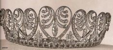 A close up of the Baden palmette tiara, showing multiple downward pointing motifs. Queen Victoria of Sweden passed this piece onto her grand daughter, Princess Ingrid, who married into the Danish Royal Family. Queen Margarethe II of Denmark currently wears the Baden Palmette most, though she has on occasion loaned ti to her Nieces Nathalie and Alexandra of the Princely German House of Sayn-Wittgenstein-Berleburg. For more see Denmark board and scroll down…