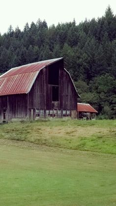 Rusted Roof Barn near Deadwood, OR by Andrea Gehrke