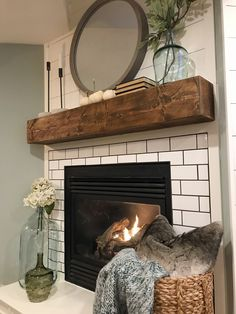 Rustic Fireplace Mantle, Reclaimed Wood Mantle, Diy Mantel, Wooden Fireplace, Rustic Fireplaces, Home Fireplace, Fireplace Remodel, Farmhouse Fireplace, Fireplace Mantle Decorations