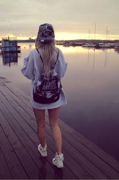 Over size shirt Street Art, Street Style, Street Fashion, Hats, Urban Apparel, Hat, Street Style Fashion, Street Styles, Hipster Hat
