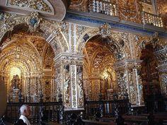Interior  em estilo barroco, bordado em ouro da Igreja/Convento São Francisco, em Salvador, Bahia, Brasil