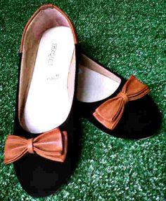 Flat shoes pita hitam harga Rp 40.000