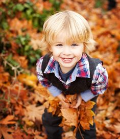 Cute picture and adorable kid! Can't wait for our fall pictures :)