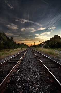 Train Track In Perspective Trekking, Locomotive, Trains, Yonge Street, Sunset Background, Night Train, Train Tracks, Railroad Tracks, Beautiful Places
