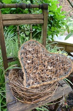 Koffer vor die Tür gestellt - Karin Urban - NaturalSTyle Best Picture For Miniature Garden bench For Your Taste You are looking for something, and it is going to tell you exactly what you are looking Garden Crafts, Garden Art, Garden Tools, Garden Ideas, Chicken Wire Crafts, Small Japanese Garden, Decoration Plante, Wire Art, Winter Garden