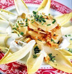 Ensalada de endibias al roquefort con peras y nueces