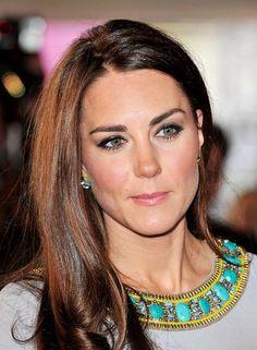 Kate Middleton in zwei tollen Schößchen-Looks