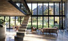 naturstein wand wohnbereich-aussicht-garten-berge-sitzbereich