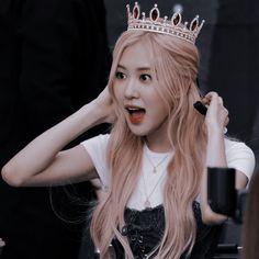 Kpop Aesthetic, Aesthetic Photo, Aesthetic Girl, Kpop Girl Groups, Kpop Girls, Mamamoo, K Pop, Rose Icon, Rose Queen