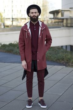 This guy has nailed the one tone look. By using different shades of the same colour, he's created depth to the one colour outfit. Urban Street Style, Style Urban, Mode Masculine, Paul Smith, Under Armour, Outfits Hombre, Burberry, Mode Style, Men's Style