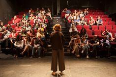 En el Teatro del Barrio (Madrid), el arte que desarrollan se usa también como instrumento para la transformación social. Sus integrantes tienen claro que la cultura y la denuncia social tienen que ir de la mano, y así nos lo demostraron el 4 de junio en la Fiesta de la banca con valores.