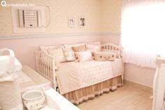 Quarto de bebê floral rosa claro e bege | Quarto de bebê - Decoração, bebês, gravidez e festa infantil