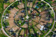 interesting radial neighborhood plan - still inefficient per a grid but could be an interesting set up in an overall Grid Architecture, Plant Magic, Strasbourg, Space Cowboys, Starting A Vegetable Garden, Ville France, Futuristic City, Private Garden, Permaculture