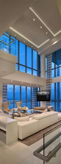 I'm in love with this gorgeous modern living room and tall windows. !