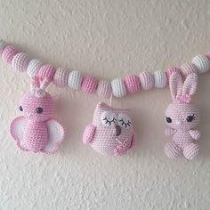 De tre søde veninder er på vej til en lille verdensborgere 💐 #hækletkanin #hækletbarnevognskæde #barnevognskæde #barnevangsmobile #barnevognsophæng #babymobile #hækletugle #hækletsommerfugl #designbysc #hæklet#hæklerier #örgü#virkat#haekle #crochet#barsellivet #barsel Crochet Teddy, Baby Girl Crochet, Crochet Patterns Amigurumi, Crochet For Kids, Crochet Dolls, Baby Rattle, Baby Design, Baby Knitting, Crochet Projects