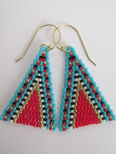 Seed Bead Native American Style Triangle Boho Earrings - Red This is my original pattern 2019 These Brick Stitch Earrings, Seed Bead Earrings, Boho Earrings, Seed Beads, Bead Jewelry, Beaded Necklace, Jewellery, Native American Beading, Native American Fashion