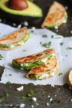 Mini Avocado & Hummus Quesadilla - This mini quesadilla recipe will make snack time fun (and healthy!) Stuffed with hummus and avocado, they're a breeze to make! Avocado Hummus, Avocado Quesadilla, Vegetarian Quesadilla, Garlic Hummus, Avocado Salad, Guacamole, Appetizer Recipes, Snack Recipes, Cooking Recipes