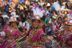Mujeres bailando en la Fiesta de La Tirana. Region de Iquique. Norte de Chile
