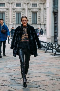 Fall Street Style Outfits to Inspire Herbst Street Style Fashion / Fashion Week Week Street Style Trends, Street Style Outfits, Street Style 2018, Autumn Street Style, Street Outfit, Mode Outfits, Street Style Women, Fashion Outfits, Fashion Boots