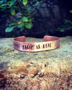 Simple copper bracelet with structure and text wrought as desired. Magic reflection of the sun in each piece of processing copper charm . Sublime lyrics, words - that accompany us during the day or night . magic of the moment . Copper Bracelet, Bangle Bracelets, Bangles, Sublime Lyrics, Hippie Boho, Magic, Etsy Shop, Quotes, Handmade