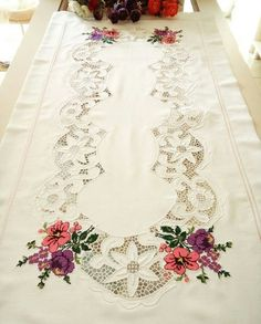 Stitch Crochet, Cut Work, Romantic Lace, Flower Art, Cross Stitch Patterns, Bohemian Rug, Diy And Crafts, Projects To Try, Doilies