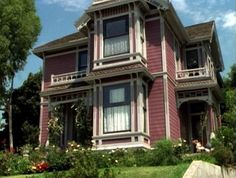 Inside halliwell manor from the tv show charmed front for Charmed tour san francisco