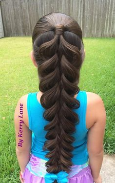 An absolutely amazing 5 Strand Braid by Kerry Lane! Watch the video tutorial! | The HairCut Web!