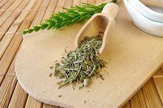 Infos und Tipps zur Wirkung von Ackerschachtelhalm auf Gesundheit und Wohlbefinden - Die Heilpflanze entwässert, fördert die Wundheilung ...