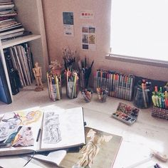 Ohgabii: my messy desk - the organised student Art Hoe Aesthetic, Aesthetic Rooms, My New Room, My Room, Messy Desk, Room Goals, Oeuvre D'art, Art Studios, Room Inspiration