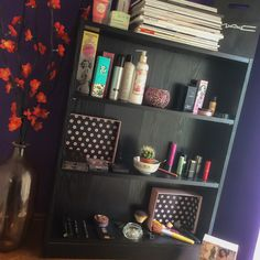 Little shelves of happiness! ⚜ My favourite bits and bobs.