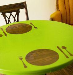 #DIYable (re)painted Table. Leuk inspiratie idee maar andere ondergrond niet bruin laten.