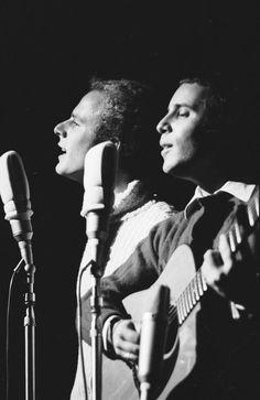 Simon and Garfunkel - The Sounds of Silence Simon Garfunkel, Playlists, Paul Simon, Twist And Shout, Idole, Music Humor, Rock Legends, Music Icon, My Favorite Music