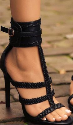 high heels – High Heels Daily Heels, stilettos and women's Shoes Pretty Shoes, Beautiful Shoes, Cute Shoes, Me Too Shoes, Shoes For Jeans, Beautiful Body, Beautiful Pictures, Stilettos, Stiletto Heels