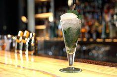 Le Morchito: mojito avec de la williamine et un sorbet poire Beau Rivage, Bar, Mojito, Flute, Cocktails, Tableware, Food, Craft Cocktails, Dinnerware