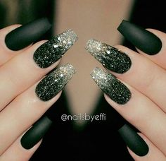 Birthday or new years nails unghie brillanti ногти, маникюр Black Ombre Nails, Dark Green Nails, Black Nails With Glitter, Silver Nails, Glitter Nails, Silver Glitter, Nail Black, Glitter Art, Silver Rings