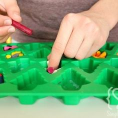 Holiday Crayons - great last minute stocking stuffers! I will be doing this with all my broken crayons and different shapes!