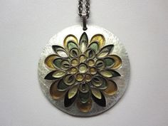 Wunderschöner Anhänger Emaille Wiener Handwerk Blume mit Kette